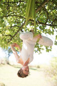 leo-sitz-aerial-yoga